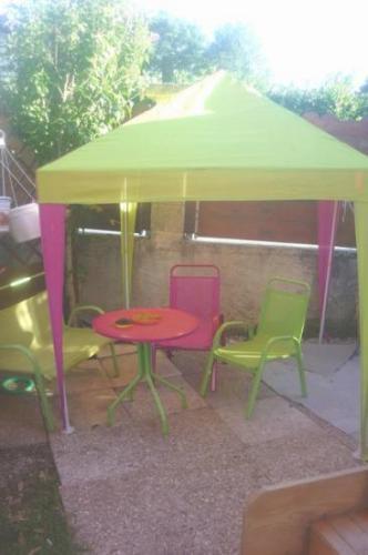 Ancien : Tonnelle, chaises, banc, table pour le restaurant